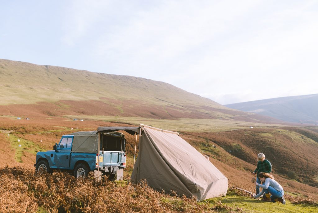 Backpegging Land Rover Tent matt sand and Hector